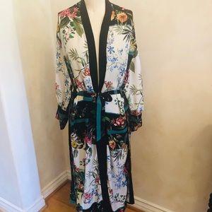 ZARA Basic Collection floral Kimono 👘